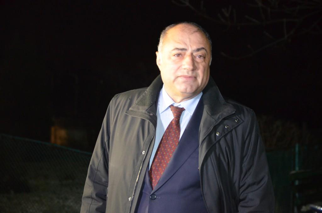 Fostul primar al municipiului Craiova, Antonie Solomon, la scurt timp după ce a ieşit pe poarta Penitenciarului Pelendava