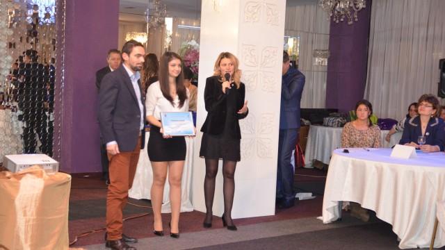 Cosmin Bobonete, vicepreşedintele Craiova Running Club, a primit premiul pentru activitatea acestei asociaţii, care încurajează oamenii să facă sport