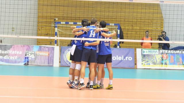 Craiovenii au câştigat fără emoţii primele două seturi şi s-au calificat în sferturile de finală ale Cupei CEV (foto: Claudiu Tudor)