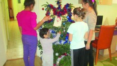 Copiii din apartamentele de tip familial, în aşteptarea minunilor lui Moş Crăciun (FOTO: Claudiu Tudor)