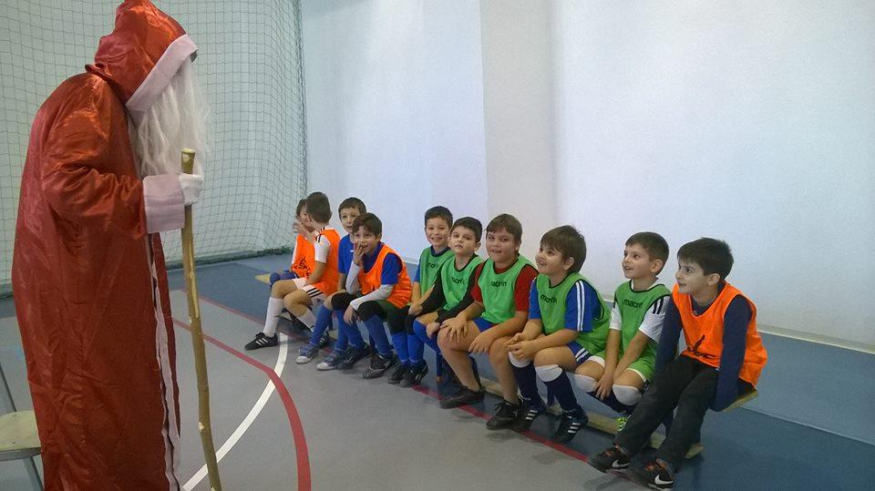 Moș Crăciun a vizitat și o parte din juniorii de la CSS Craiova