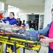 Agresorul pe targă, la intrarea în spital ()