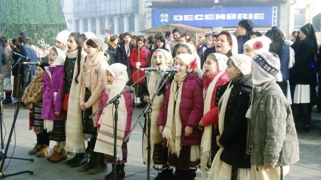 Colindătorii au făcut spectacol la Târgu Jiu (Foto: Eugen Măruţă)