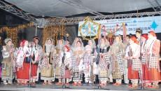 Obiceiurile şi tradiţiile de Crăciun şi Anul Nou sunt aduse în Cetatea Banilor de ansambluri, fanfare, solişti vocali  - FOTO: CJPCPCTD)