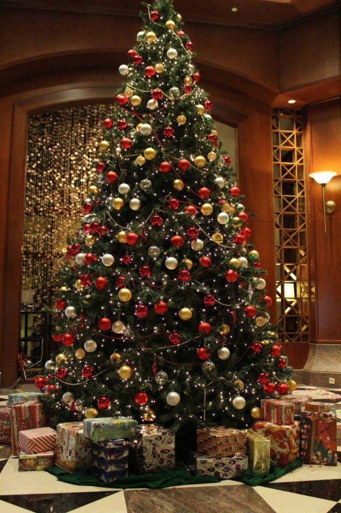 Împodobirea bradului face parte din tradițiile de Crăciun (Foto: thesaltcollective.org)