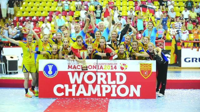 Campioane mondiale la junioare în acest an, handbalistele tricolore vor disputa astăzi, la Craiova, primul meci la tineret