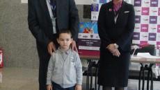 Cristian, alături de directorul Aeroportul Craiova, Mircea Dumitru, şi ambasadorul Wizzair în România, Denise Filip