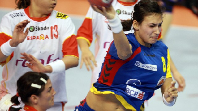 Cristina Neagu (la minge) ar putea fi cel mai bun inter stânga de la CE cu ajutorul fanilor români