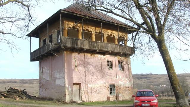 Cula Izvoranu-Geblescu din Brabova are o istorie ce datează din 1870