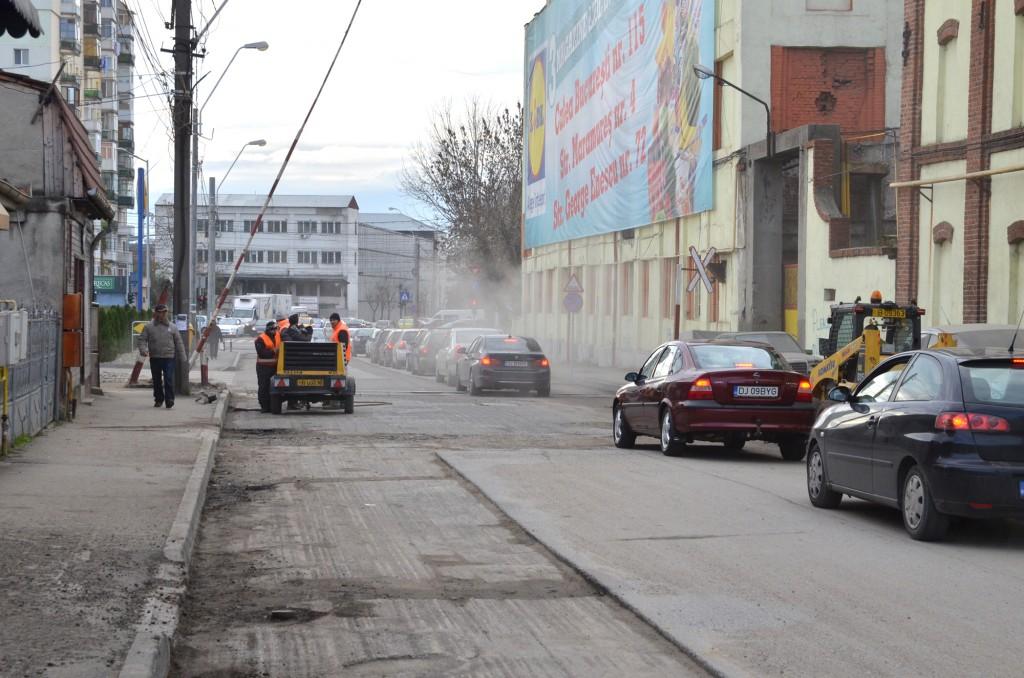Delta ACM a câștigat cu 67 de milioane de lei fără TVA licitația estimată de primărie la 135 de milioane de lei, dar, conform legii, ar putea primi întreaga sumă dacă apar mai multe lucrări de reparație și întreținere a străzilor, trotuarelor, aleilor și parcărilor din municipiul Craiova