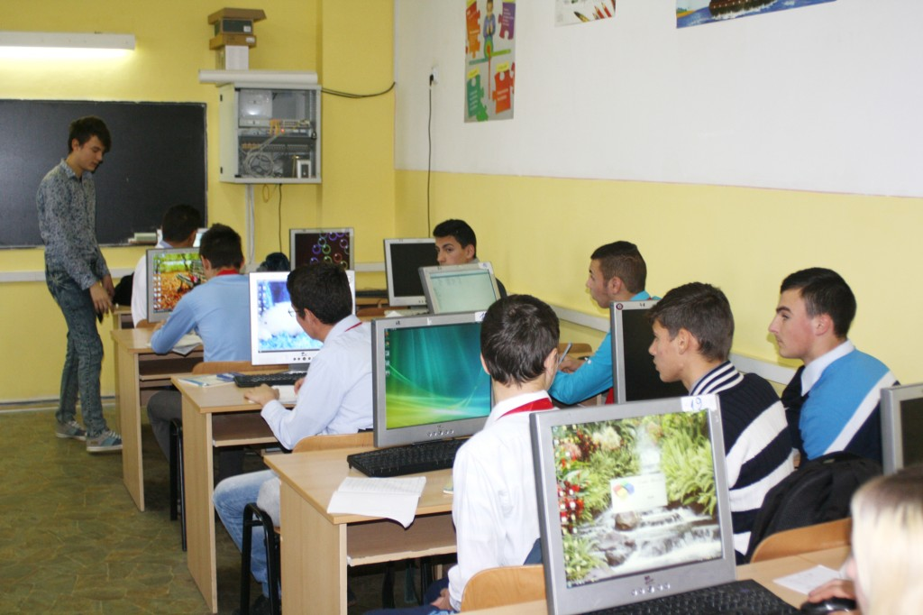 "Elevii Liceului ""Alexandru Macedonski"" - FOTO: Claudiu Tudor"
