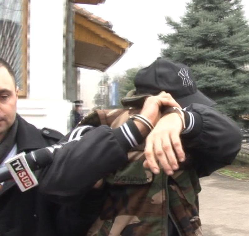 Falsul patron a fost prezentat judecătorilor pentru a fi arestat (FOTO: Eugen Măruţă)