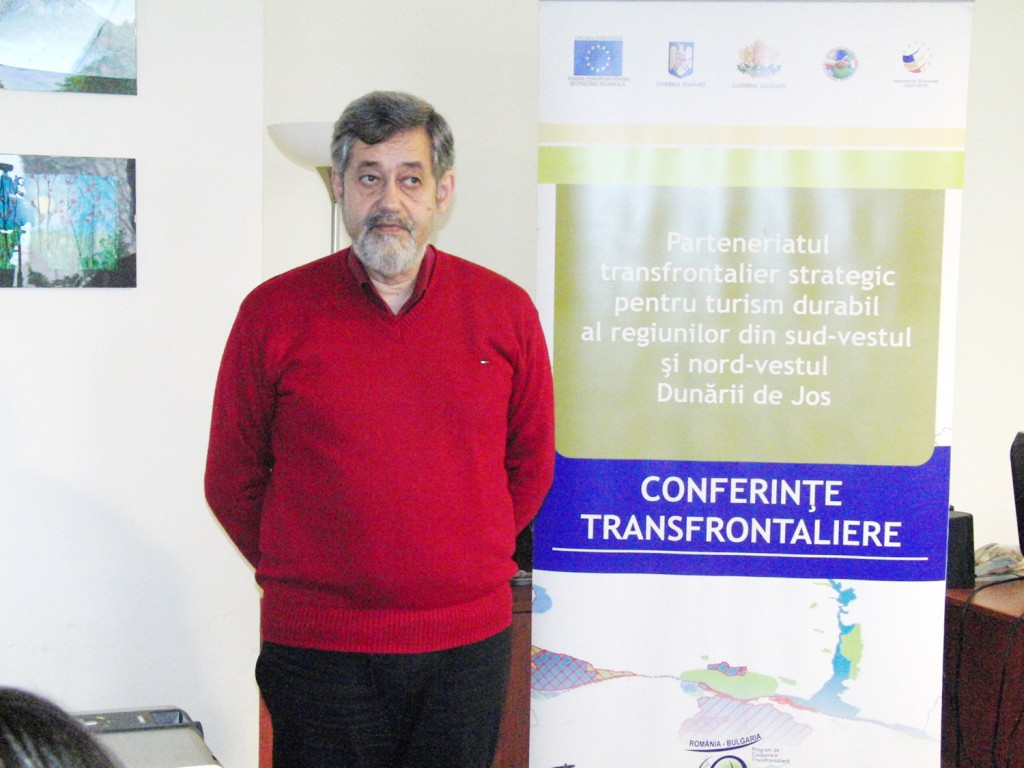 Gabriel Vlăduț, președintele AteE, vorbind în cadrul conferinței de presă despre turismul durabil al regiunilor din sud-vestul și nord-vestul Dunării de Jos - FOTO Traian Mitrache