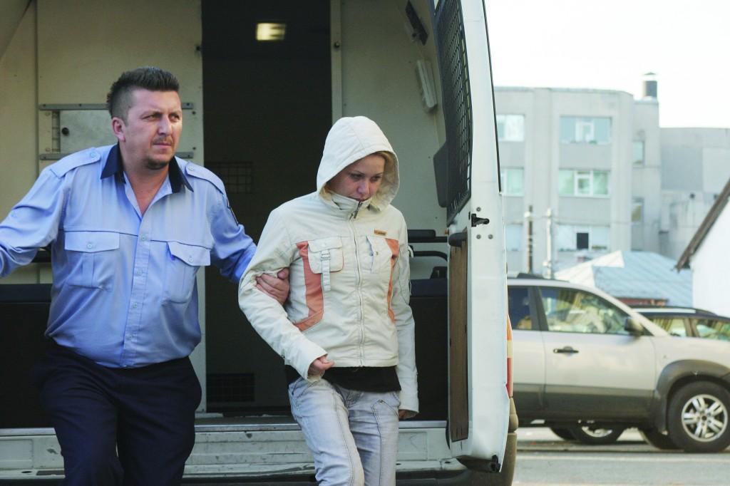 """""""Blonda senzuală"""" a fost condamnată tot la patru ani de închisoare pentru complicitate la trafic de persoane"""