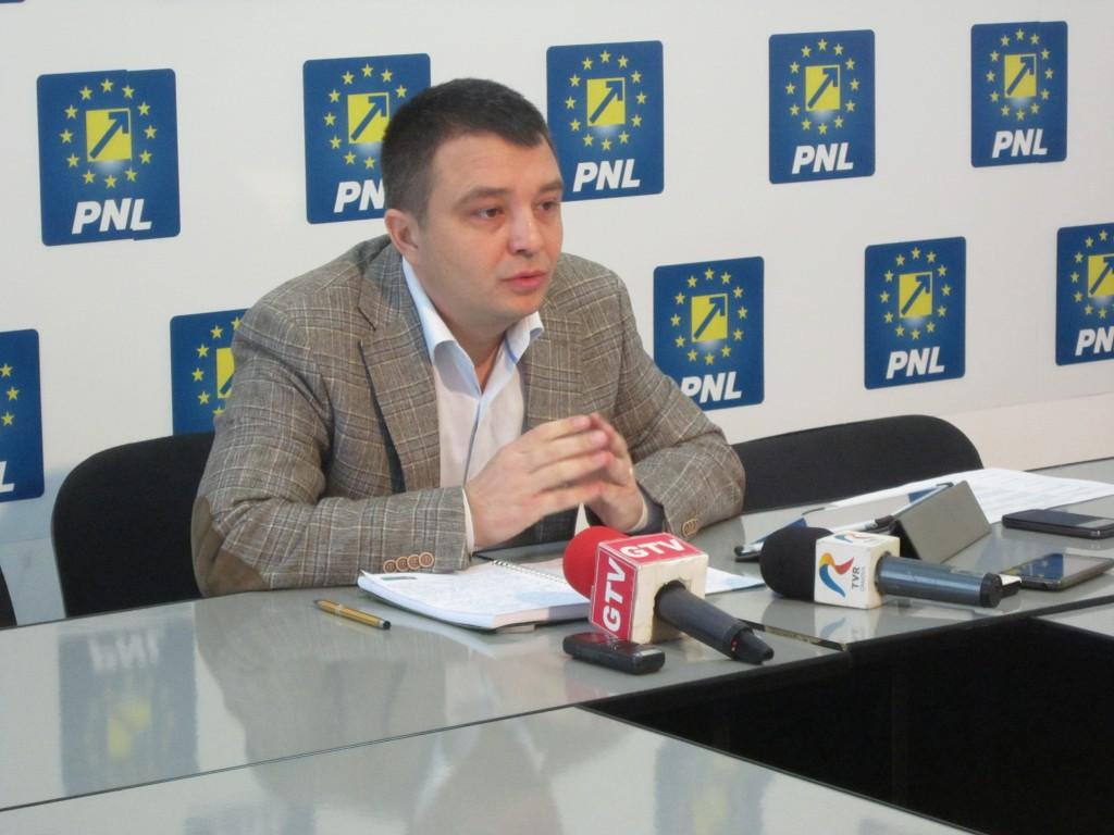 Senatorul Mărinică Dincă a vorbit despre amendamentele pe care le va aduce bugetului de stat pentru anul 2015, dintre care multe sunt legate de investiții din Craiova și Dolj (Foto: Anca Ungurenuș)