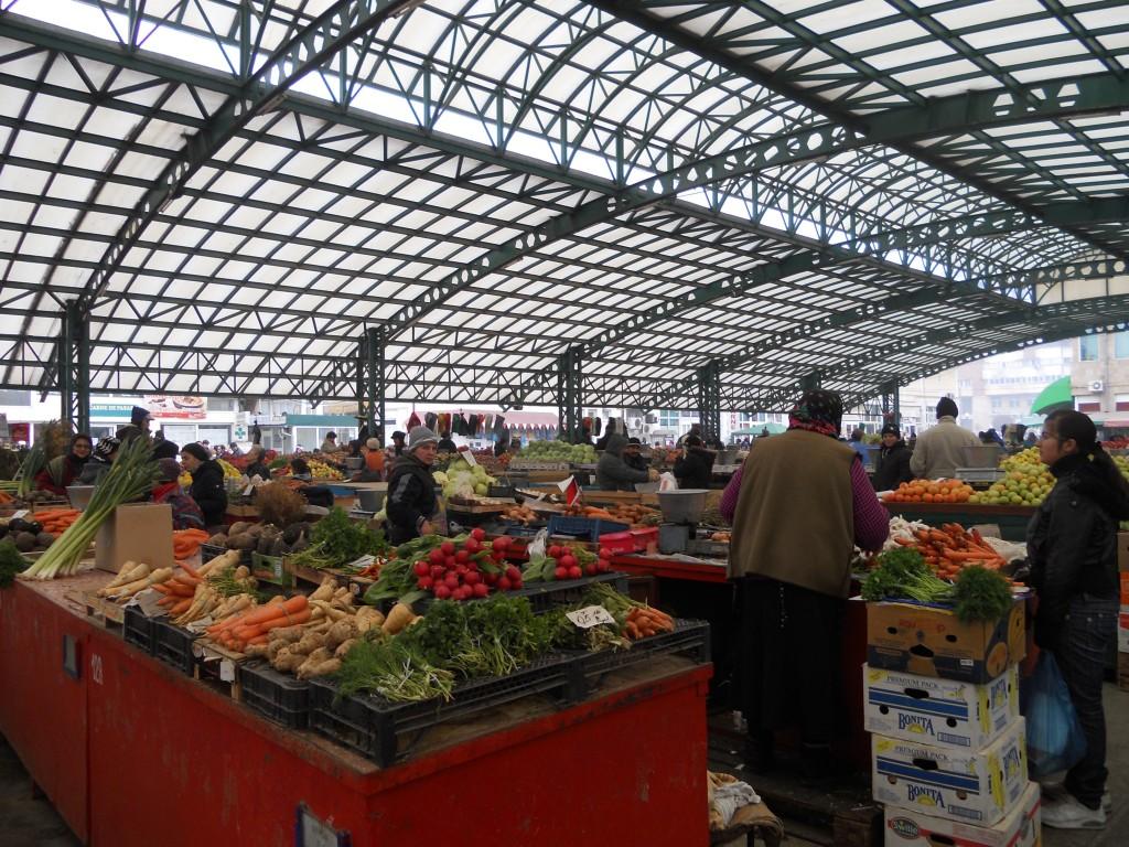 Piața de legume din Târgu Jiu (Foto: radiotargujiu.ro)