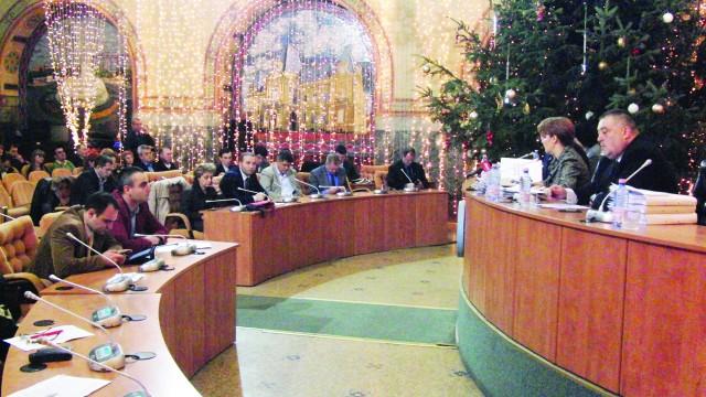 """Primarul Craiovei le-a explicat consilierilor că, """"dacă m-a sfătuit bine, așa cum cred, doamna Eliza Peța merită această funcție pe o perioadă de interimat"""" (FOTO: Anca Ungurenuş)"""