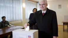 Preşedintele Croaţiei Ivo Josipovic la vot în primul tur al alegerilor prezidenţiale (Foto: si.wsj.net)