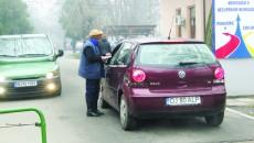 Craiovenii care vor să intre cu mașina în curtea Spitalului  de Neuropsihiatrie trebuie să plătească cinci lei (FOTO: Traian Mitrache)