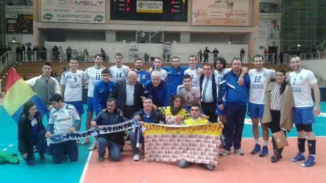 Echipa craioveană, alături de un mic grup de suporteri