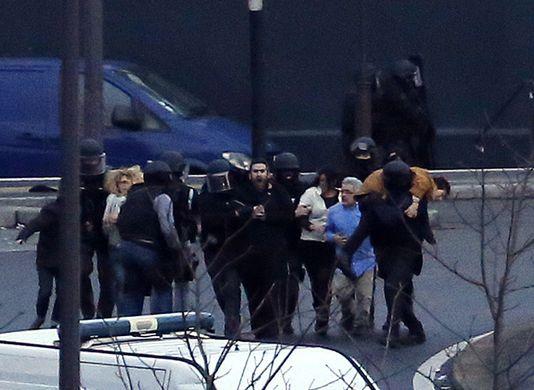 4552908_6_61d3_les-forces-de-l-ordre-ont-evacue-les-otages_66720111814a25e1c38c62d5710747a1