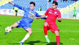 Claudiu Bălan (la minge) este în atenţia oficialilor formaţiei FC Olt Slatina (Foto: Alexandru Vîrtosu)