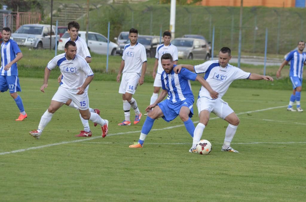 Târnăcop (albastru) a deschis scorul în amicalul cu Khazar Lankaran (foto: arhivă GdS)