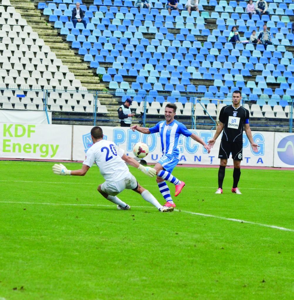 Vasiljevic (numărul 6) a impresionat în amicalul cu CSU şi ar putea îmbrăca tricoul pandurilor (Foto: Alexandru Vîrtosu)