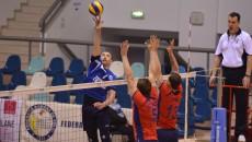 Bogdan Ene (la minge) şi colegii săi au obţinut o victorie de trei puncte (foto: Lucian Anghel)