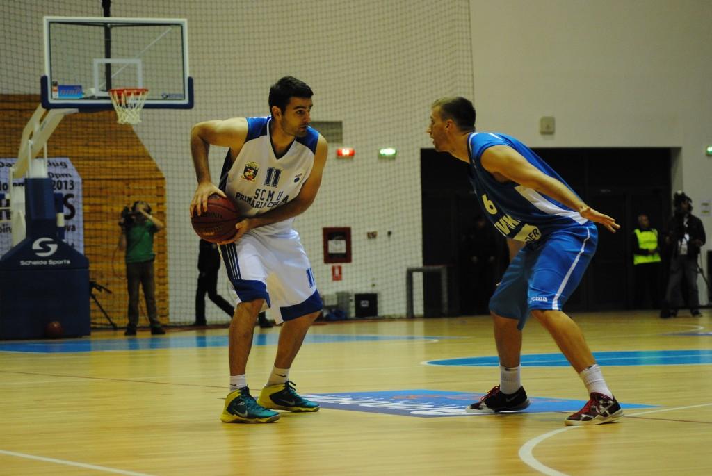 Micic (în albastru) a jucat în Polivalenta din Craiova, în tricoul formației Levski Sofia (foto: arhiva GdS)
