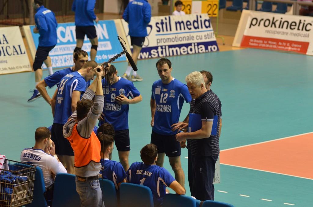 Craiovenii au fost aproape să câştige un set în meciul tur
