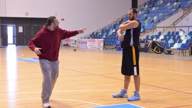 Pivotul muntenegrean Radomir Marojevic (dreapta) îl va înlocui pe Zoran Krstanovic (foto: Lucian Anghel)