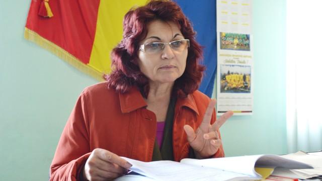 Cristiana Antonie, primar în comuna Bistreţ,  este hotărâtă să sesizeze Ministerul Agriculturii despre situaţia din localitate (FOTO: Lucian Anghel)