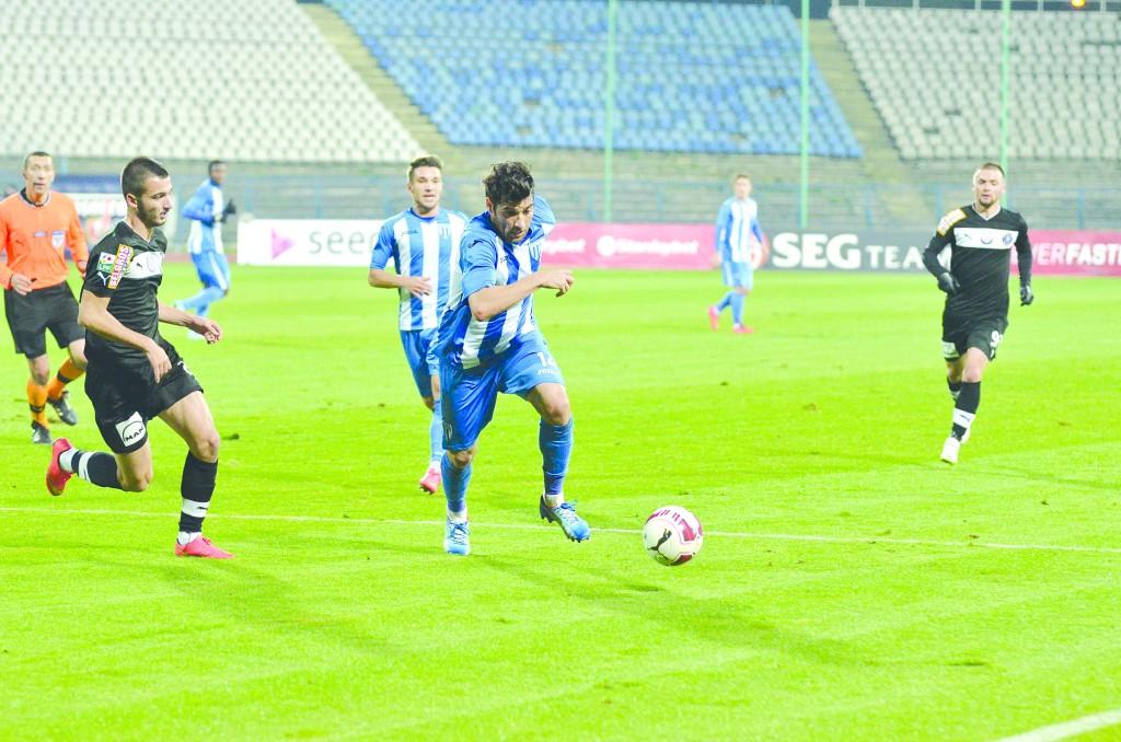 Pablo Brandan (la minge) este liderul mijlocaşilor la goluri marcate şi cartonaşe primite, iar Alexandru Băluţă a bifat cele mai multe minute (Foto: Alexandru Vîrtosu)