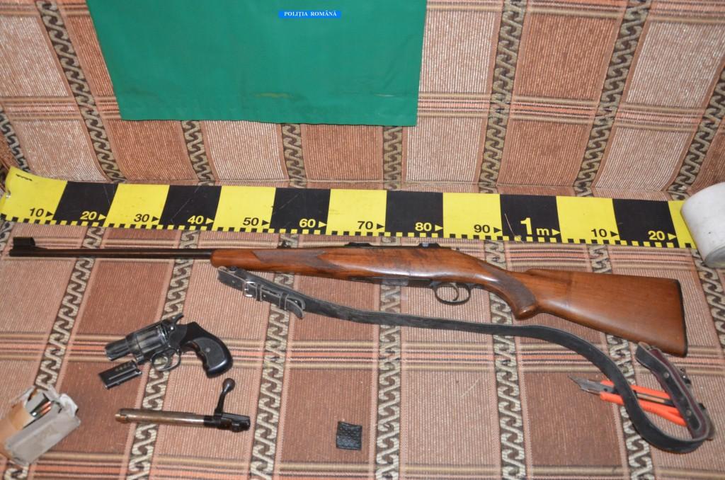 Arma de vânătoare găsită de poliţişti în autovehiculul bărbatului găsit decedat
