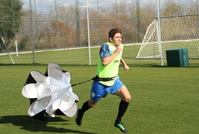 Vlad Georgescu trage tare la antrenamente ca să-i impresioneze pe Săndoi și Cârțu (foto: csuc.ro)