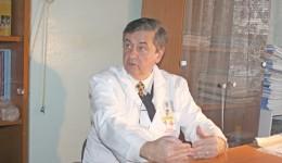 Prof. univ. dr. Florinel Bădulescu, șeful Clinicii de Oncologie a Spitalului Județean de Urgență Craiova, vorbește despre problemele de care se lovesc bolnavii de cancer (FOTO: Claudiu Tudor)