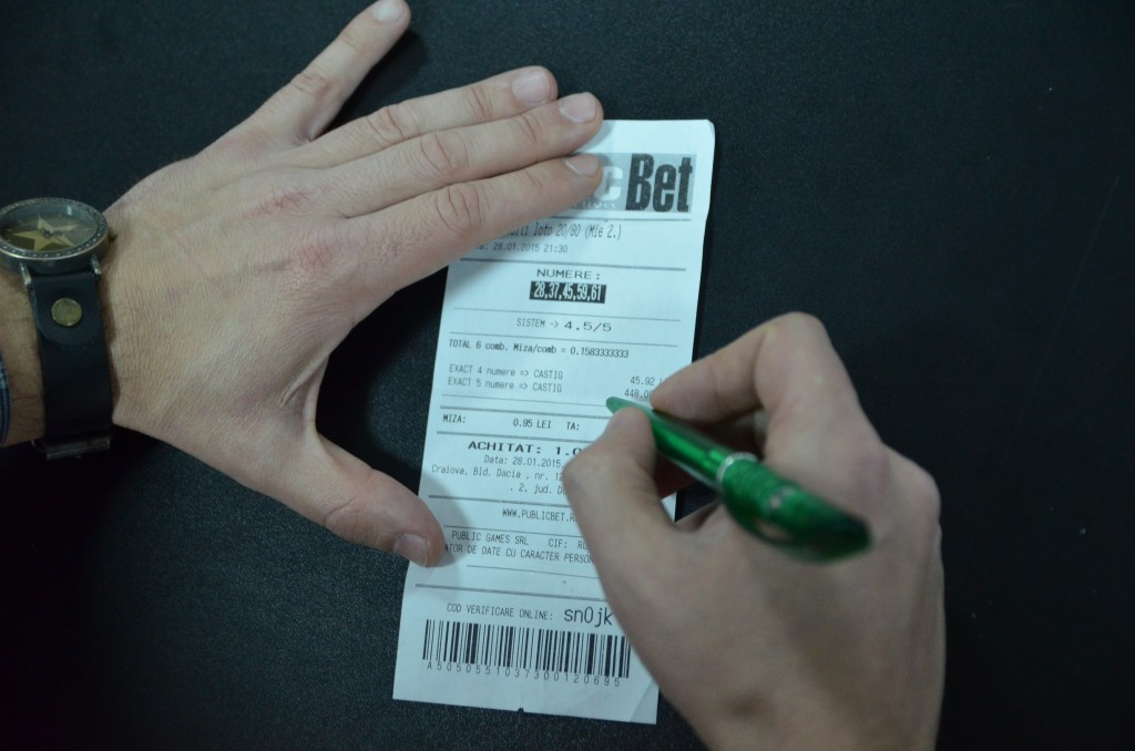 La casele de pariuri din Craiova se pot găsi chiar și bilete la loterii internaționale. De luna viitoare, orice câștig din astfel de activități va fi impozitat ()