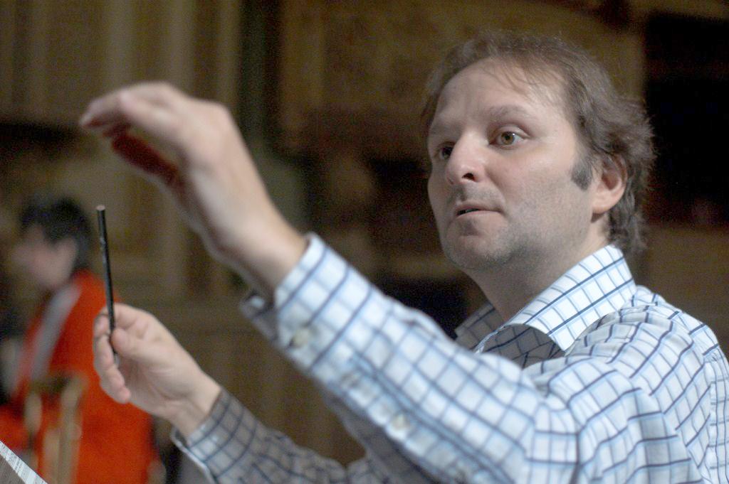 Dirijorul italian David Crescenzi promite un concert extraordinar pe scena Filarmonicii (Foto: Filarmonica Oltenia)