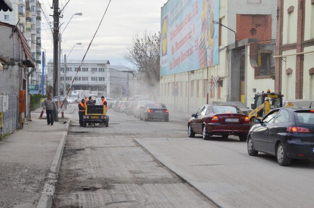 Delta ACM va relua asfaltarea de străzi începând cu luna martie, lucrările fiind sistate pe perioada rece (Foto: Arhiva GdS)