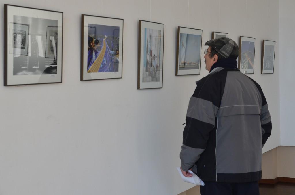 Fotografiile expuse pe simezele Galeriei ARTA reunesc lucrări rare, originale (Foto: Lucian Anghel)