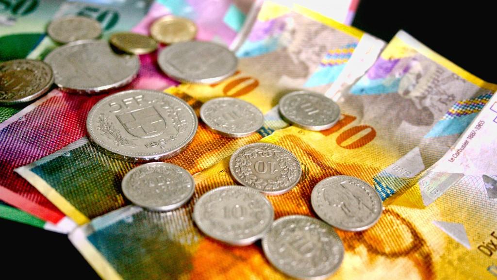 După șocul de săptămâna trecută, francul elvețian a scăzut ieri destul de mult în raport cu leul (FOTO:  economica.net)