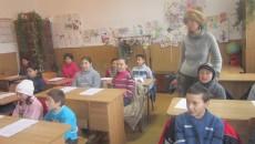 Elevii îi dau putere să uite de boală (Foto: Claudiu Tudor)