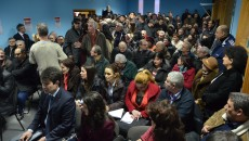 Peste o sută de oameni au venit miercuri, în Bariera Vâlcii, să întâlnească reprezentanții municipalității, sperând că li se vor rezolva problemele