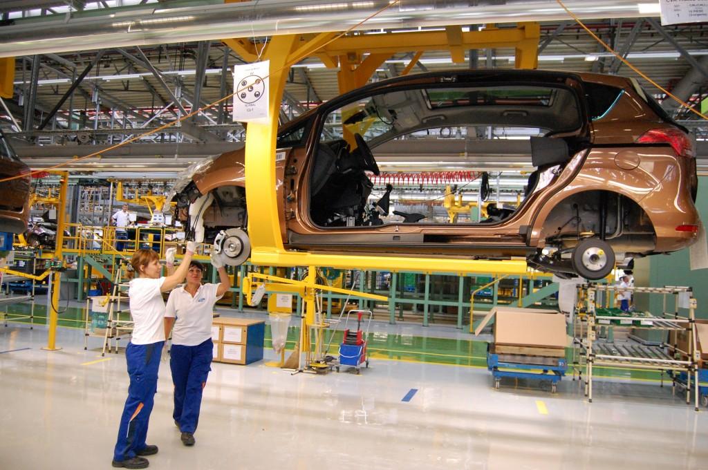 Ford va reamenaja linia de producție pentru a fabrica mai puține vehicule B-Max pe zi, ca urmare a diminuării personalului (Foto: Arhiva GdS)