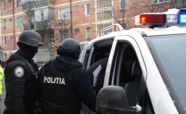 perchezitii-politisti