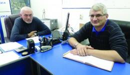 Victor Lazarciuc (stânga) părăseşte clubul SCM Craiova. Deocamdată, locul său va fi luat de inspectorul-şef  Petrişor Albu (dreapta), care va avea prerogative de director (Foto: Daniela Mitroi-Ochea)