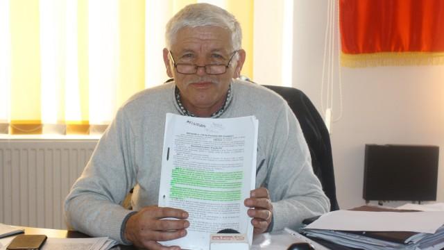 Nicu Tabacu, primarul comunei Vârvoru de Jos,  spune că situația din comună este extrem de gravă (FOTO: Claudiu Tudor)
