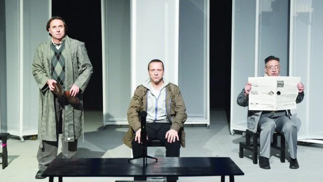 """Angel Rababoc, Claudiu Bleonț și Adrian Andone, în timpul repetițiilor spectacolului """"Spargerea"""" (Foto: Lucian Anghel)"""