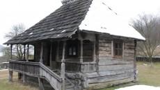 Casa memorială Tudor Vladimirescu refăcută în perioada interbelică după modelul original ()